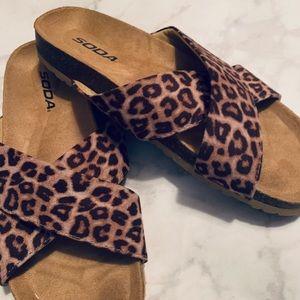 Soda leopard Slides